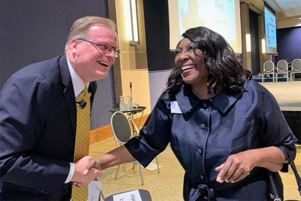 Daniel Saevig and Alumna Rhonda Foster shake hands at the 2019 Homecoming Gala.